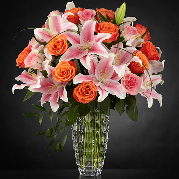 The FTD Sweetly Stunning™ Luxury Bouquet | Judy\'s Village Flowers
